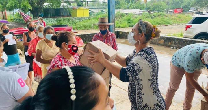 Gobierno Municipal de La Unión lleva apoyo alimentario a Joluta y El Rincón