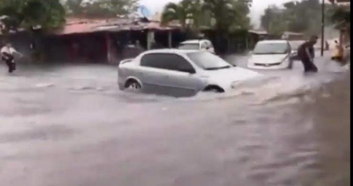 Lluvias provocan daños en Zihuatanejo