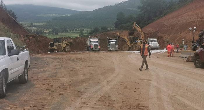 Informan autoridades un avance de 25 por ciento en el retiro de deslave en la Autopista Siglo XXI