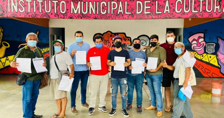 Periodistas de la PEZAC reciben pólizas de seguros de vida por parte del Gobierno de Guerrero.