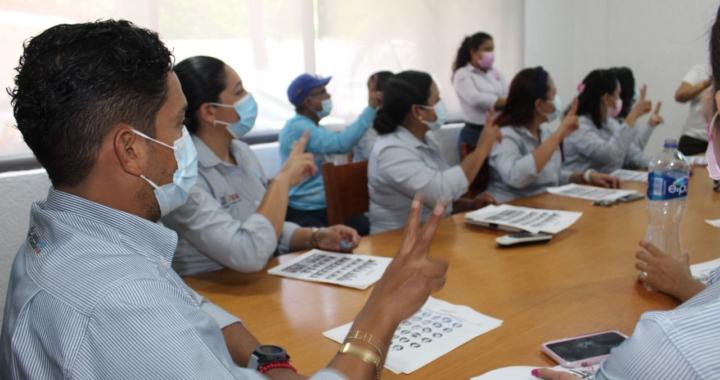 Personal de CAPAZ se capacita en Lenguaje de Señas Mexicanas