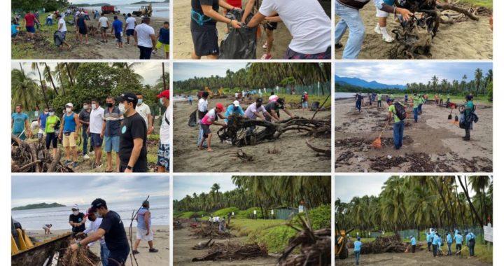 Operativo de limpieza de Playa Linda