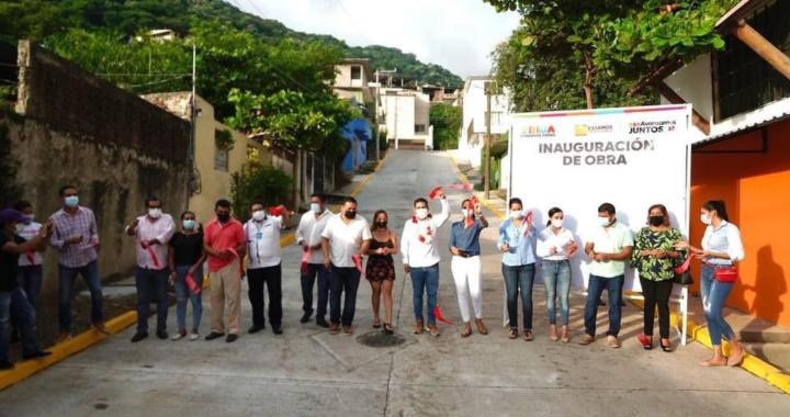 Presidente Jorge Sánchez inauguró pavimentación de la calle Atanea, en El Hujal