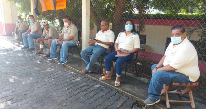 Siguen sin recibir sus pagos trabajadores de bodega del DIF en Tecpan